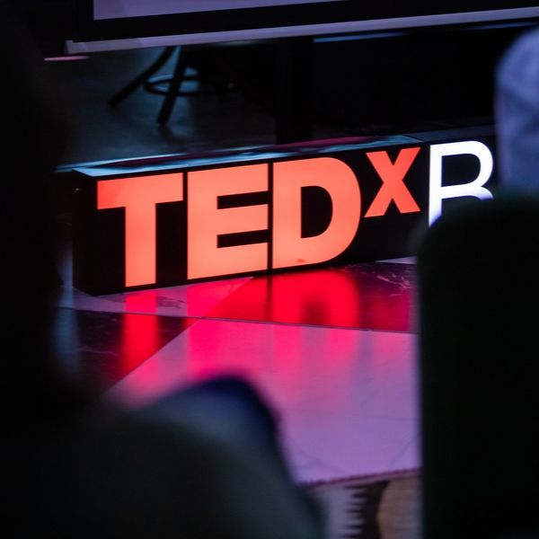 https://tedxbucharest.ro/wp-content/uploads/2019/10/tedx.jpg
